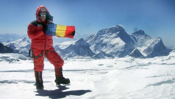 Cea mai tânără echipă românească va escalada Everestul în 2014