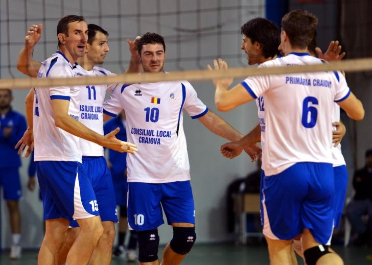 SCM U. Craiova câştigă şi joacă la locul doi