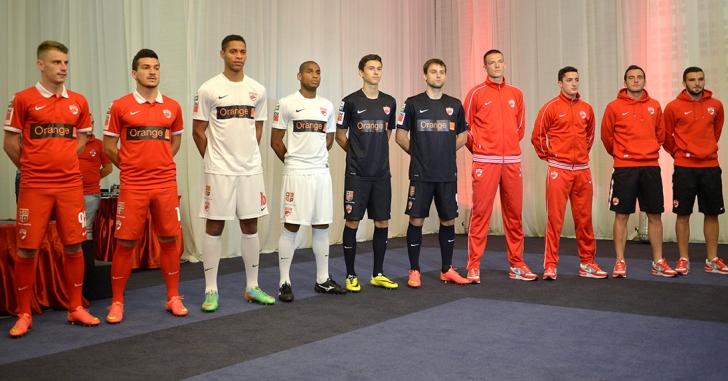 Dinamo București a prezentat noile tricouri