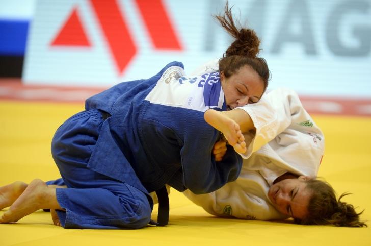 Andreea Chiţu şi Corina Căprioriu, medalii de aur la Taşkent