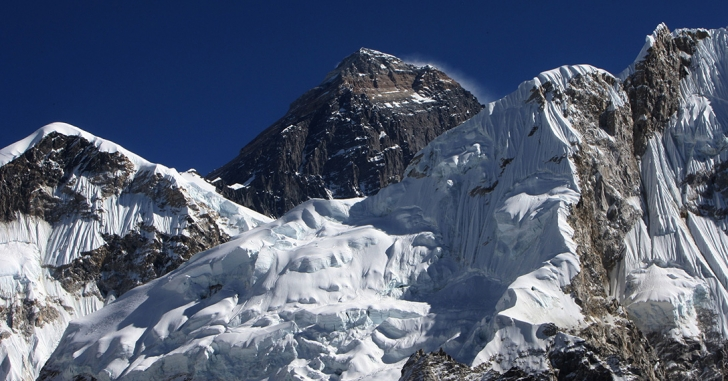 Cristian Niculescu și Cosmin Andron vor escalada vârful Carstensz Pyramid din Papua-Noua Guinee