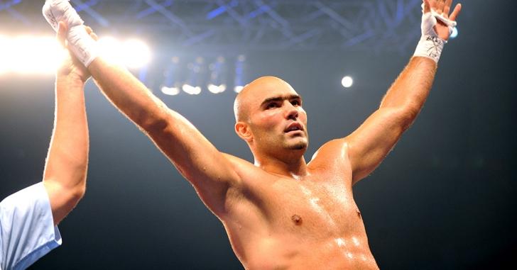 Bogdan Dinu l-a învins pe francezul Mickael Vieira într-o gală la Montreal
