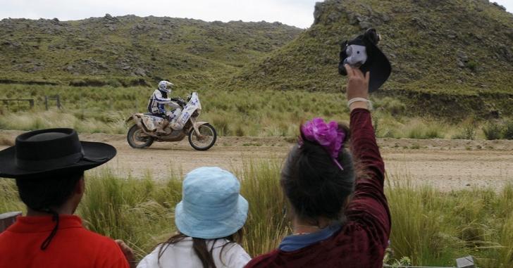 Raliul Dakar: Gyenes a terminat etapa a doua cu ajutorul spectatorilor
