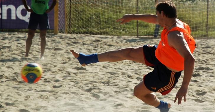 Fotbal pe plajă: România a promovat în prima divizie a Euroligii
