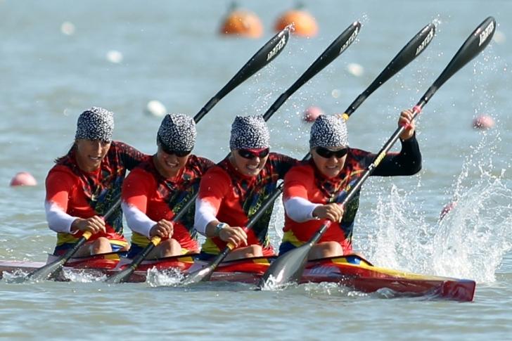Loturile de kaiac-canoe au intrat în cantonament