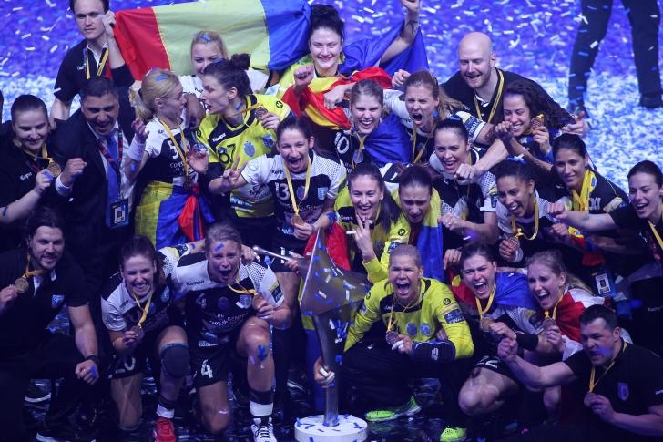 CSM București câștigă trofeul Ligii Campionilor