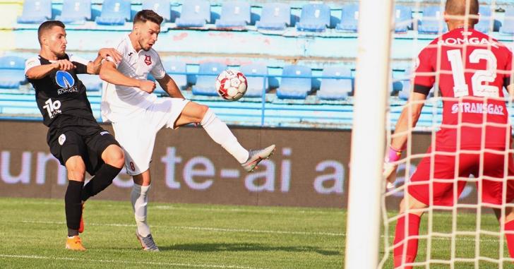 """Liga 1: Două goluri și două """"roșii"""" în derby-ul sibian"""