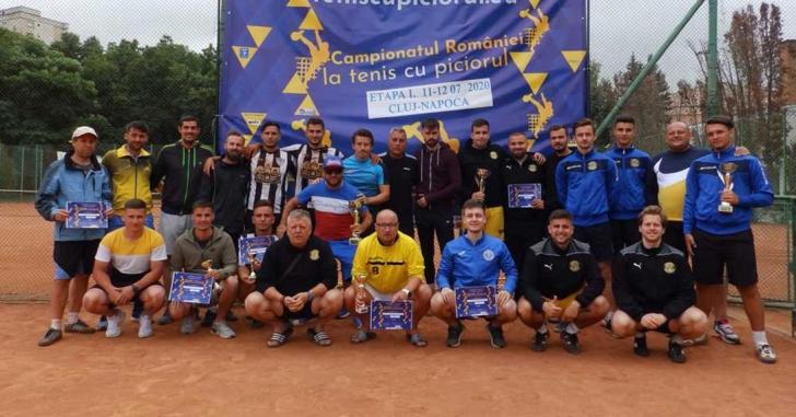 Debut în campionatul de tenis cu piciorul