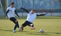Steaua egal, Dinamo victorie la Marbella