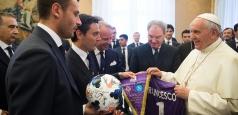 Papa îi avertizează pe fotbalişti în privinţa banilor şi publicităţii